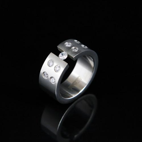 Prsteň s kameňmi